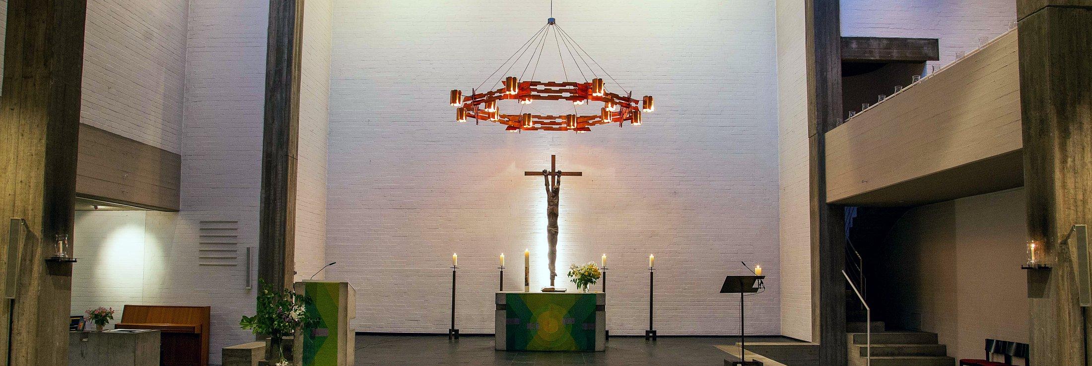 Altarraum der Nathan-Süderblom-Kirche in Reinbek-West